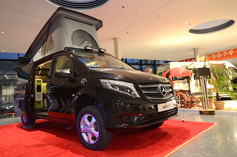 le mercedes vito 4x4 en avant premi re stuttgart. Black Bedroom Furniture Sets. Home Design Ideas