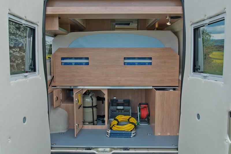 nouvel clat pour le classique la strada avanti l fourgon van. Black Bedroom Furniture Sets. Home Design Ideas