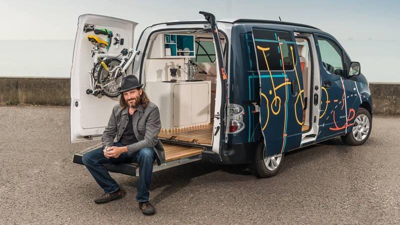 nissan invente le 1er bureau mobile dans un fourgon 100. Black Bedroom Furniture Sets. Home Design Ideas