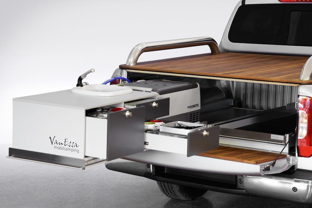 premi res d clinaisons du nouveau pick up mercedes class x fourgon van. Black Bedroom Furniture Sets. Home Design Ideas