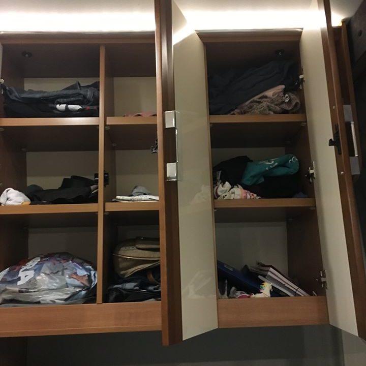 Rangements spacieux dans la chambre