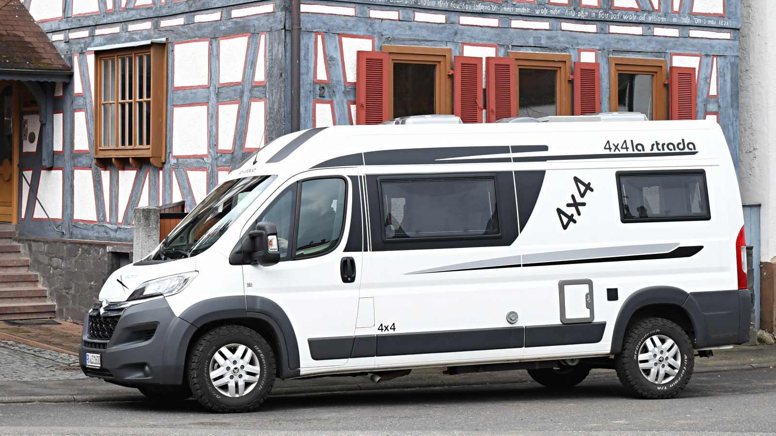 la strada avanti l 4x4 l gant et muscl fourgon van. Black Bedroom Furniture Sets. Home Design Ideas